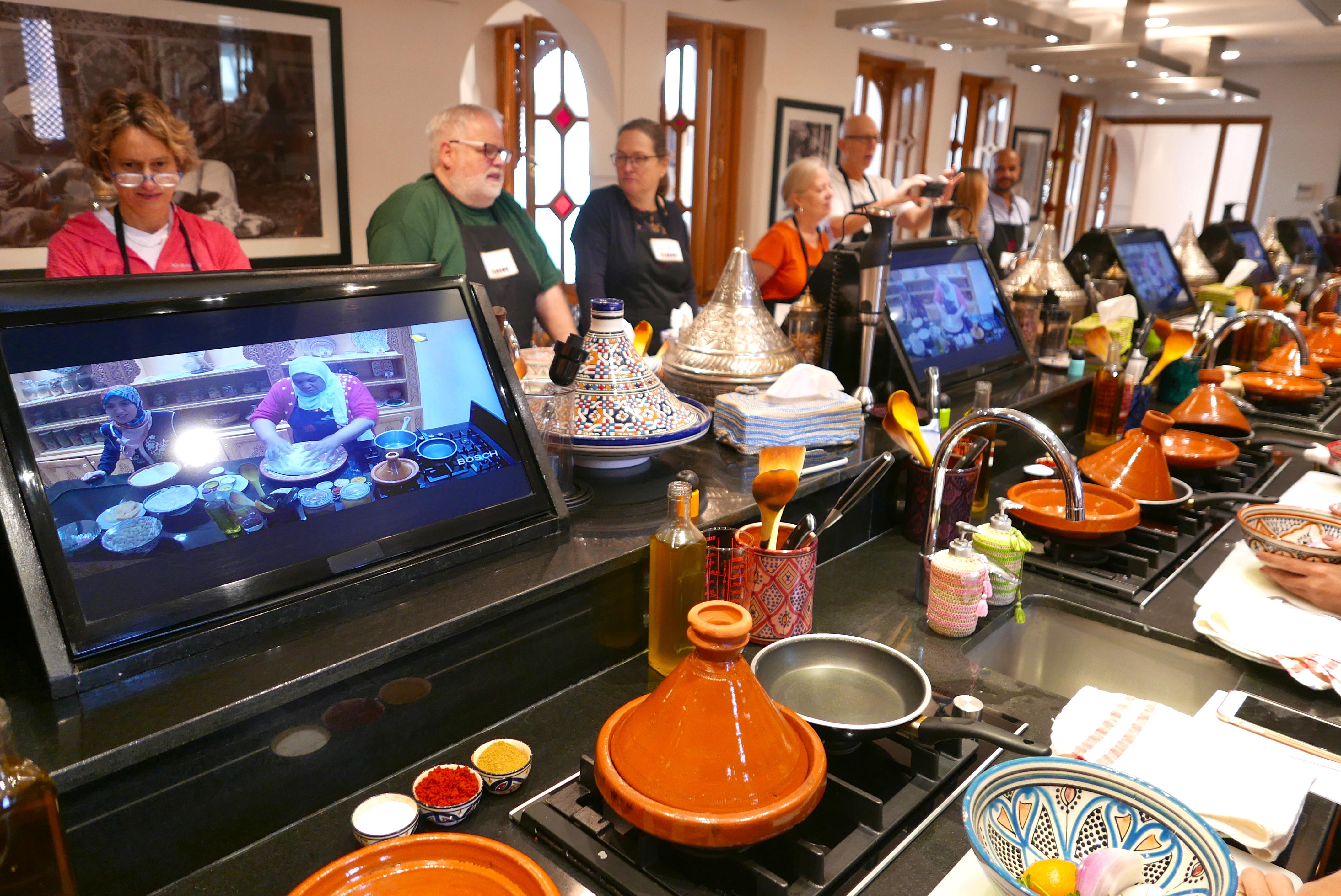Chegou a hora de preparar o Tagine de Frango, em uma cozinha digna de qualquer Master Chef