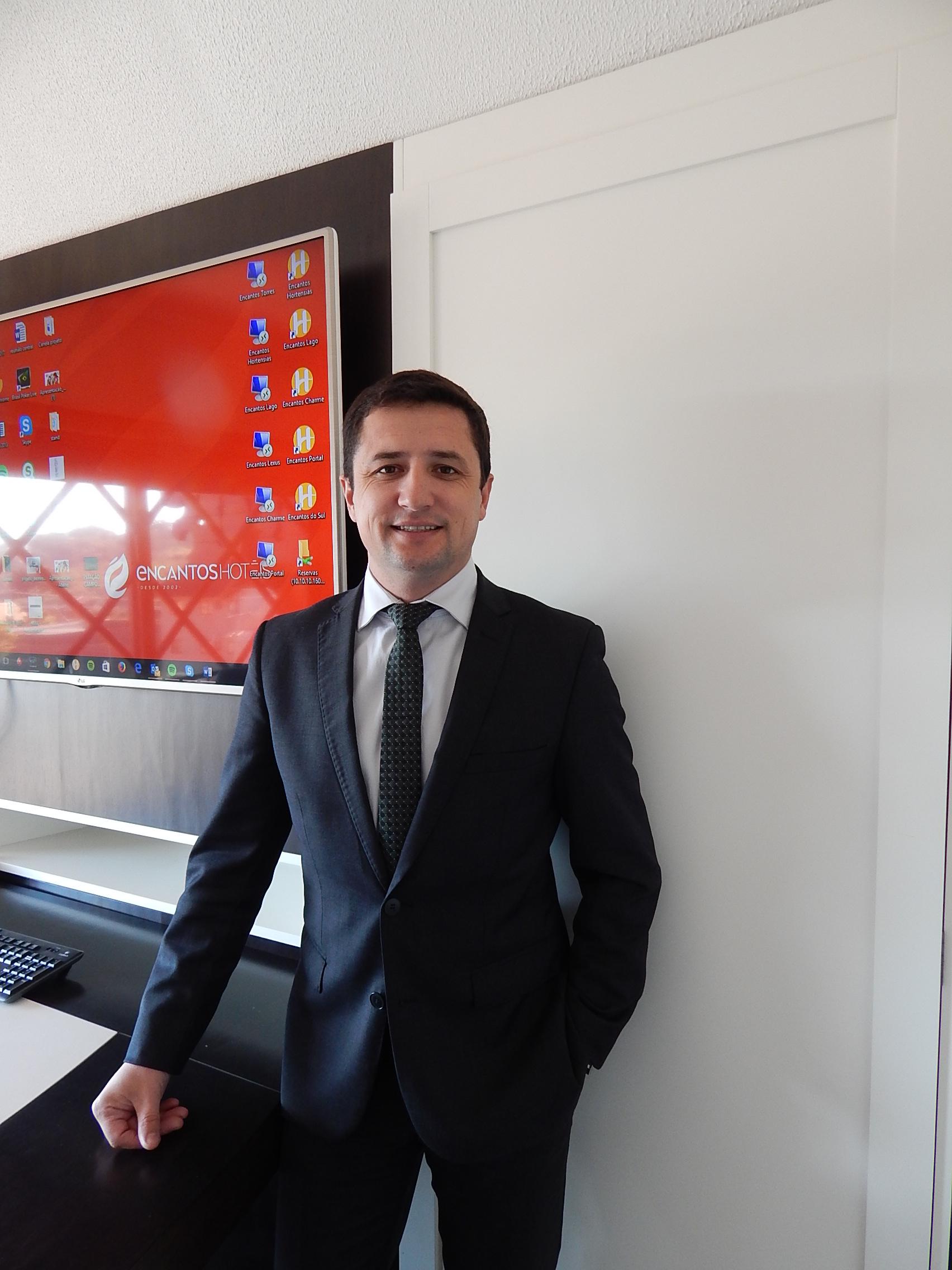 Leandro Oliveira, diretor comercial da Encantos Hotéis