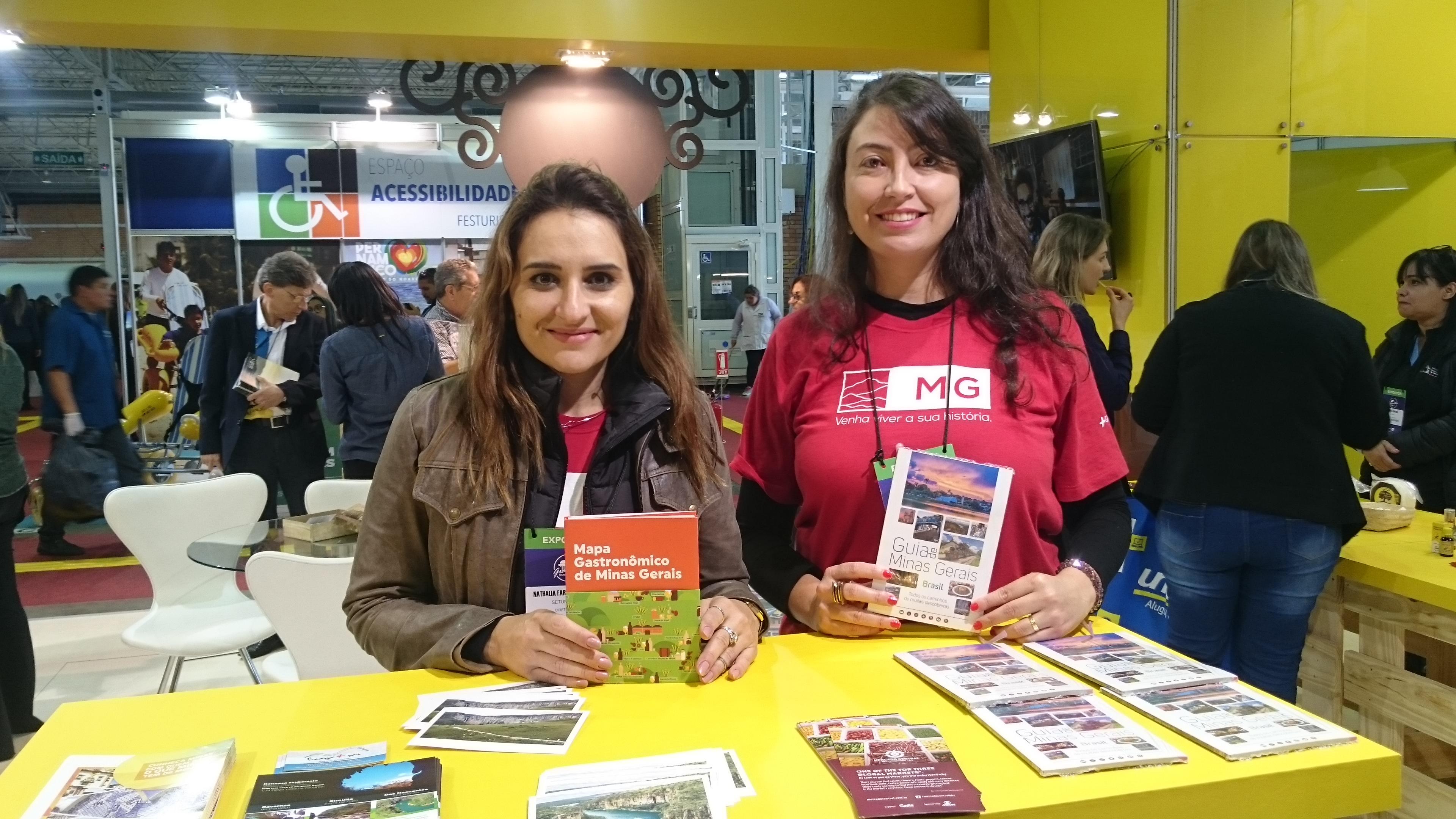 Nathalia Laranjo e Michele Andrade, da Secretaria de Turismo de Minas Gerais