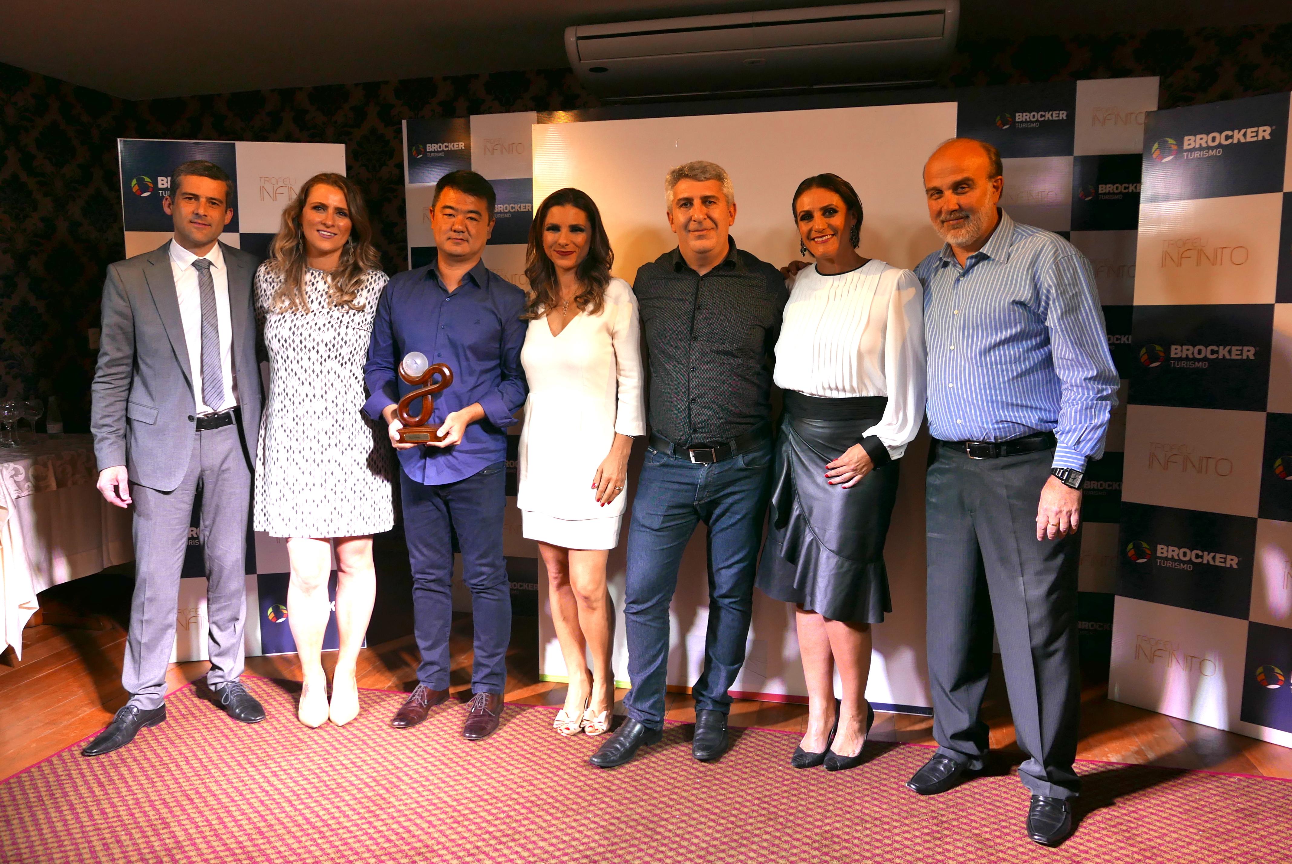1o Lugar = A Visual Turismo foi a grande campeão e Renato Kido + José Carlos Ribas + José Roberto receberam o prêmio para entregar ao Seu Afonso