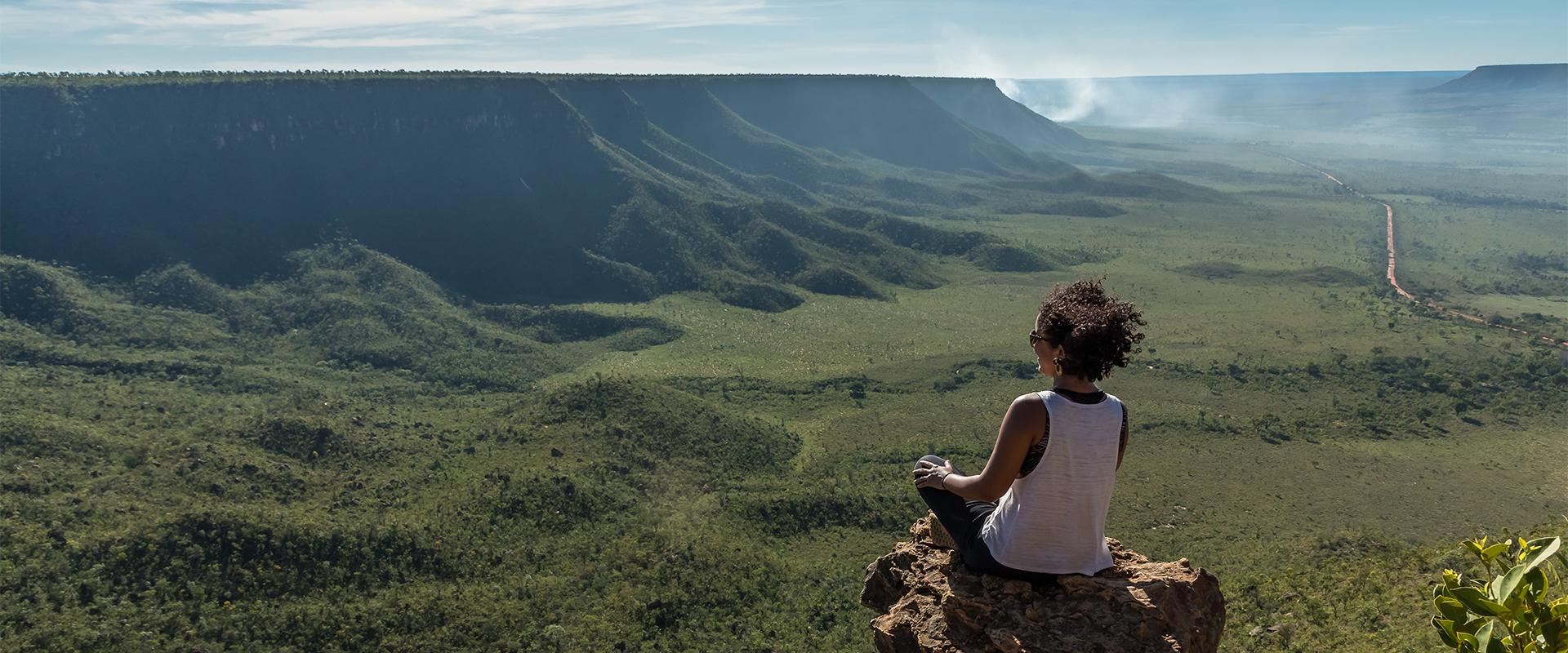 Diante da grandiosidade da paisagem, turista sente todo o poder o Jalapão (Fotos: Julio Dadalti)