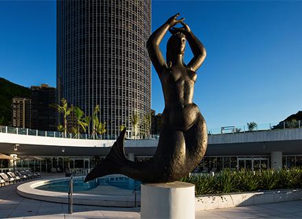 A icônica Sereia, escultura de Alfredo Ceschiatti é um cartão postal do Gran Meliá RJ