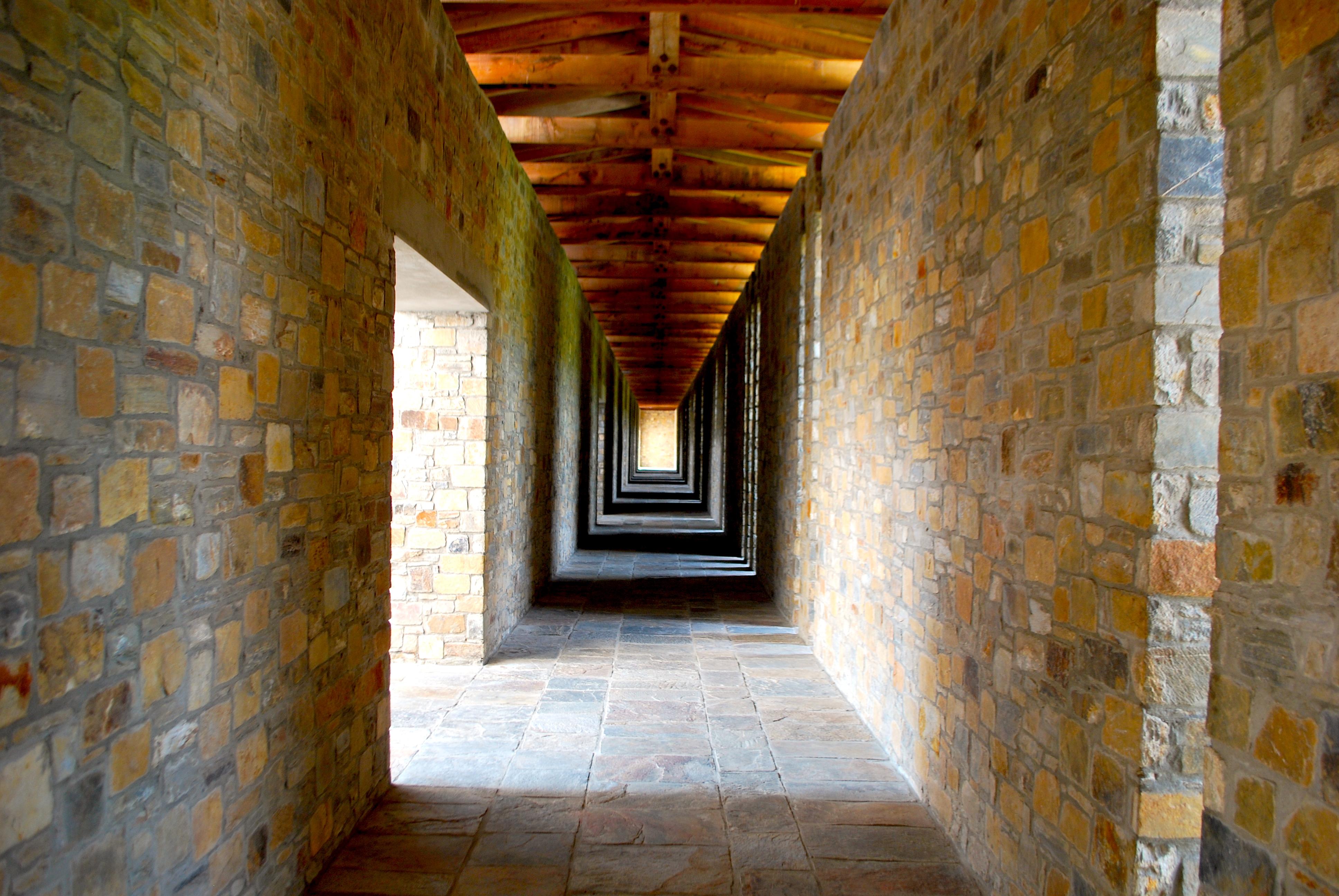 Área de circulação interna do hotel reflete conceito de privacidade + exclusividade usufruído pelo hóspede
