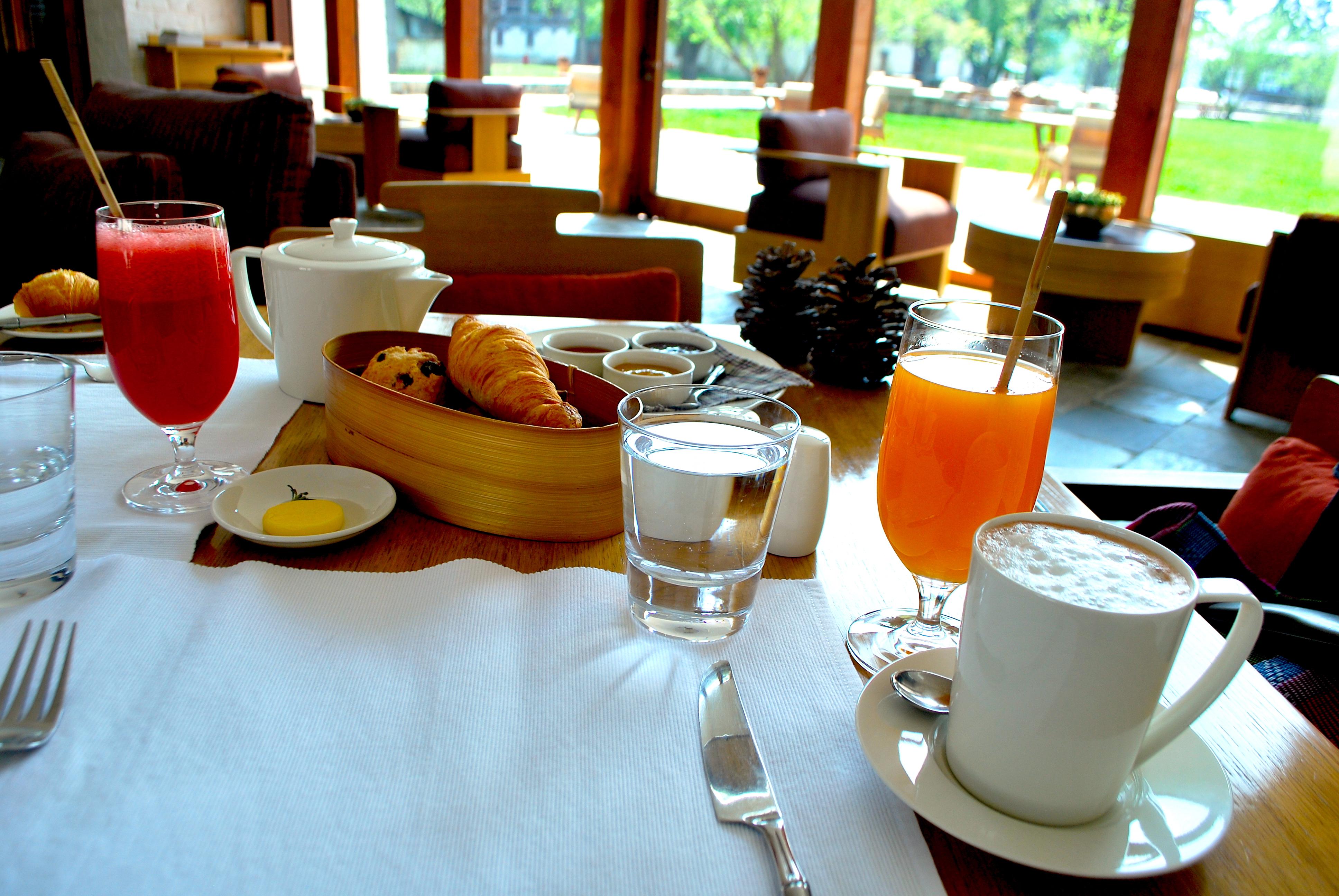 Do café da manhã ao jantar, gastronomia é deliciosa e serviço, impecável