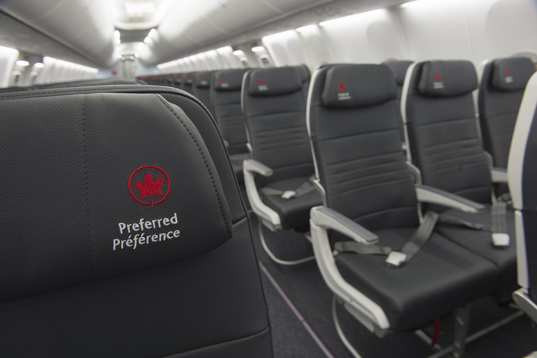 Detalhe do interior do novo Boeing 737 MAX da Air Canada