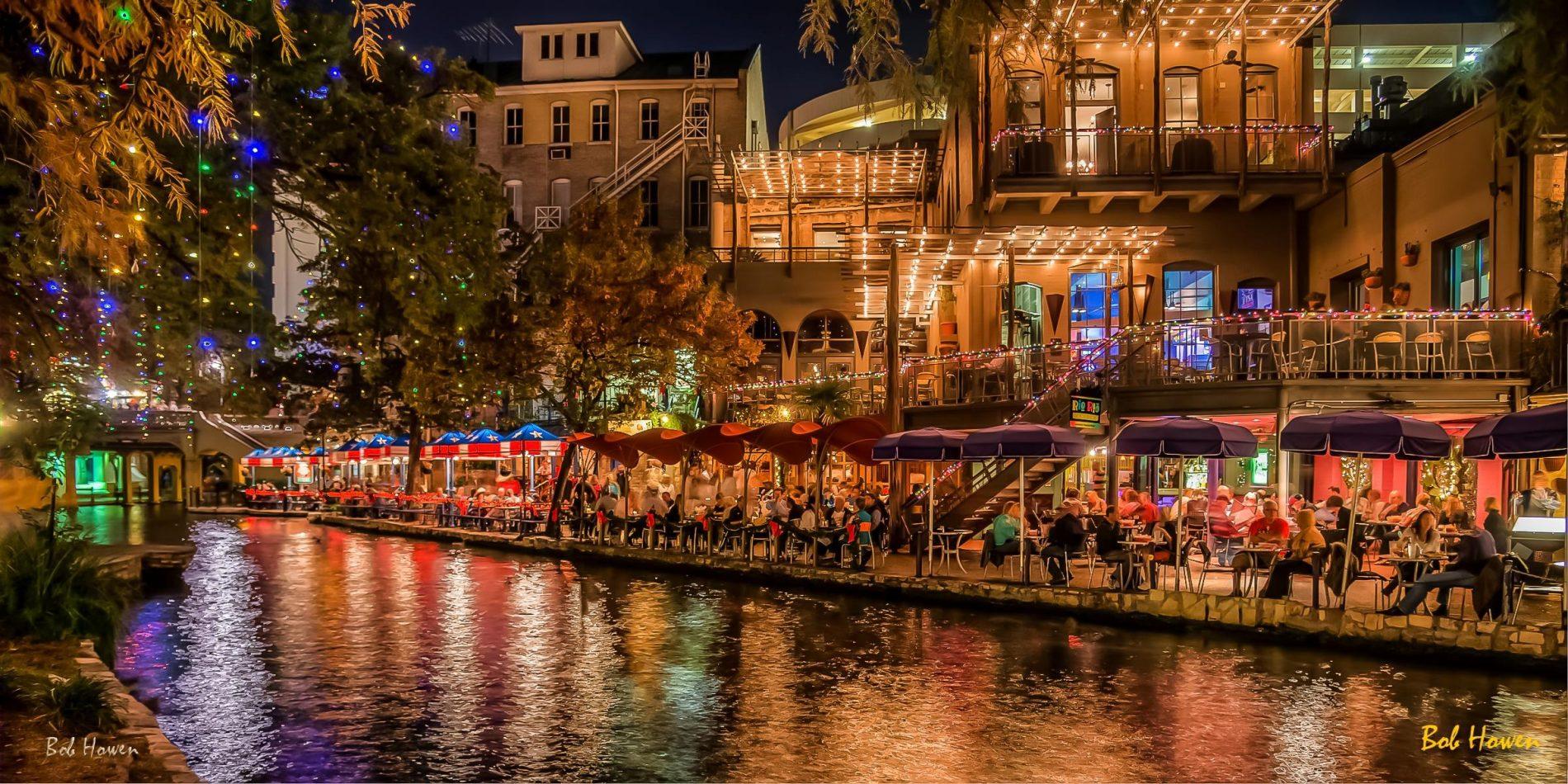 Vista noturna da charmosa cena gastronômica de San Antonio, no Texas