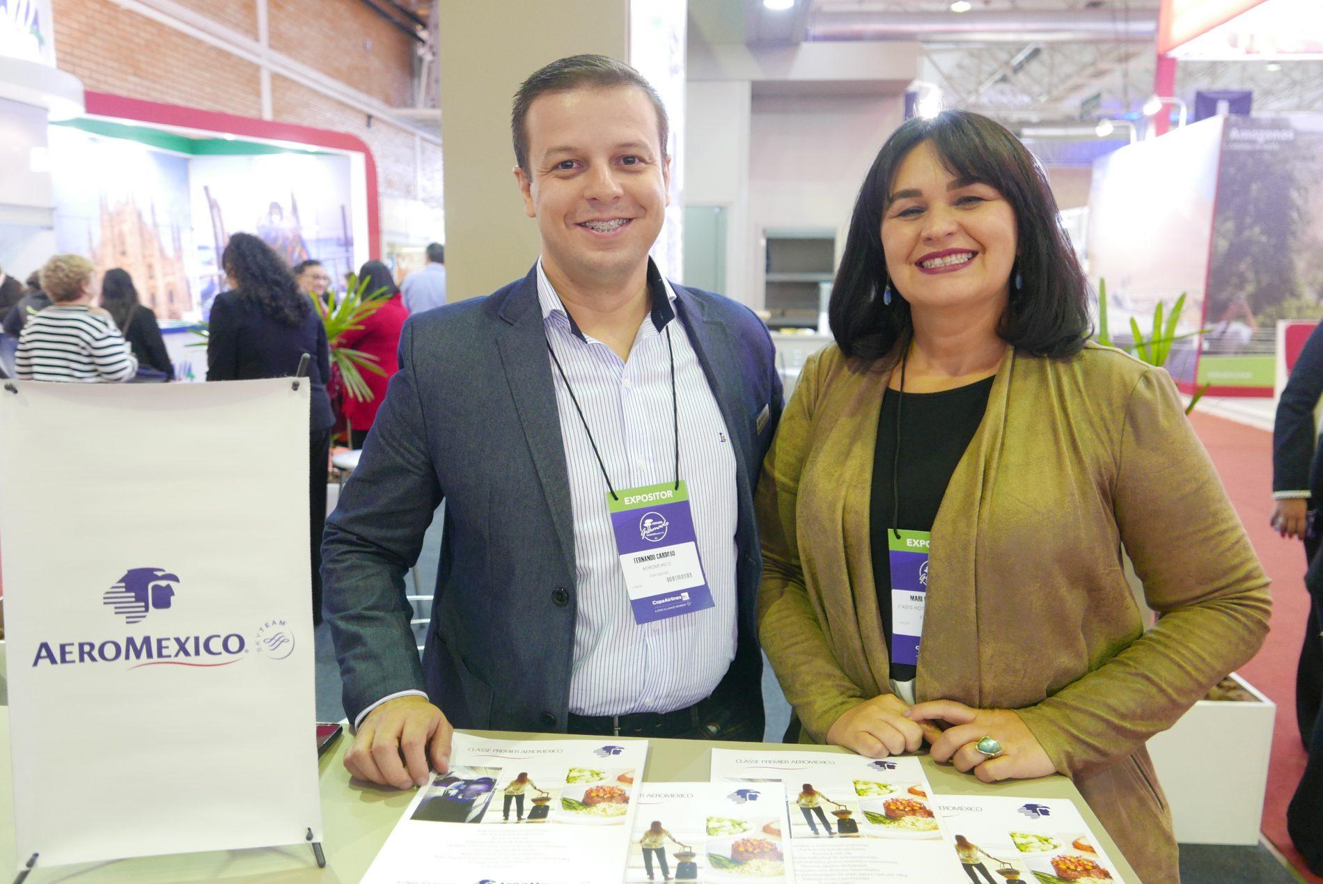 Fernando Cardoso, da Aeromexico, e Mari Magalhães, dos hotéis Oasis