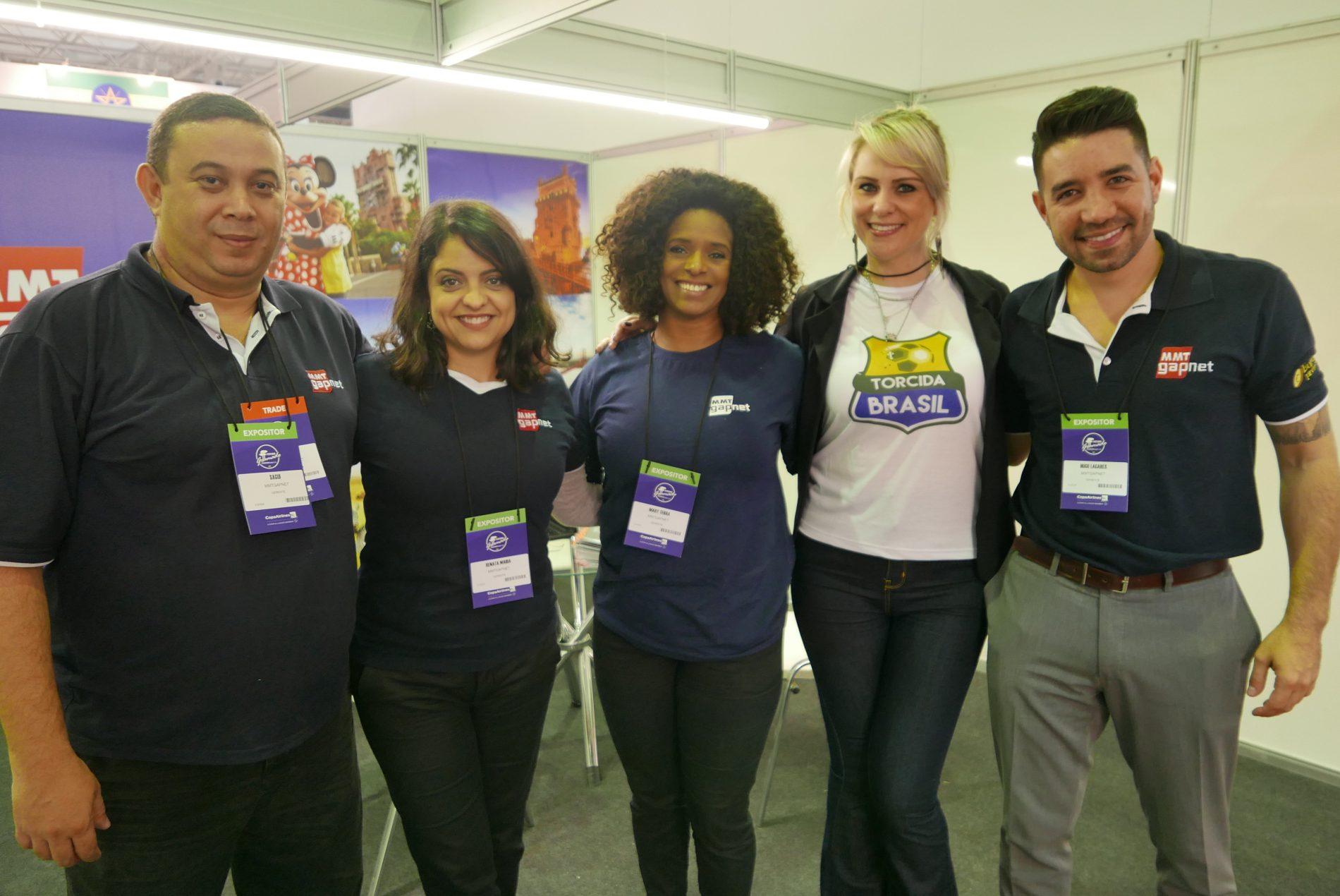 Sagui Silva, Renata Maida, Mary Terra e Hugo Lagares, da MMTGapnet, no estande da operadora