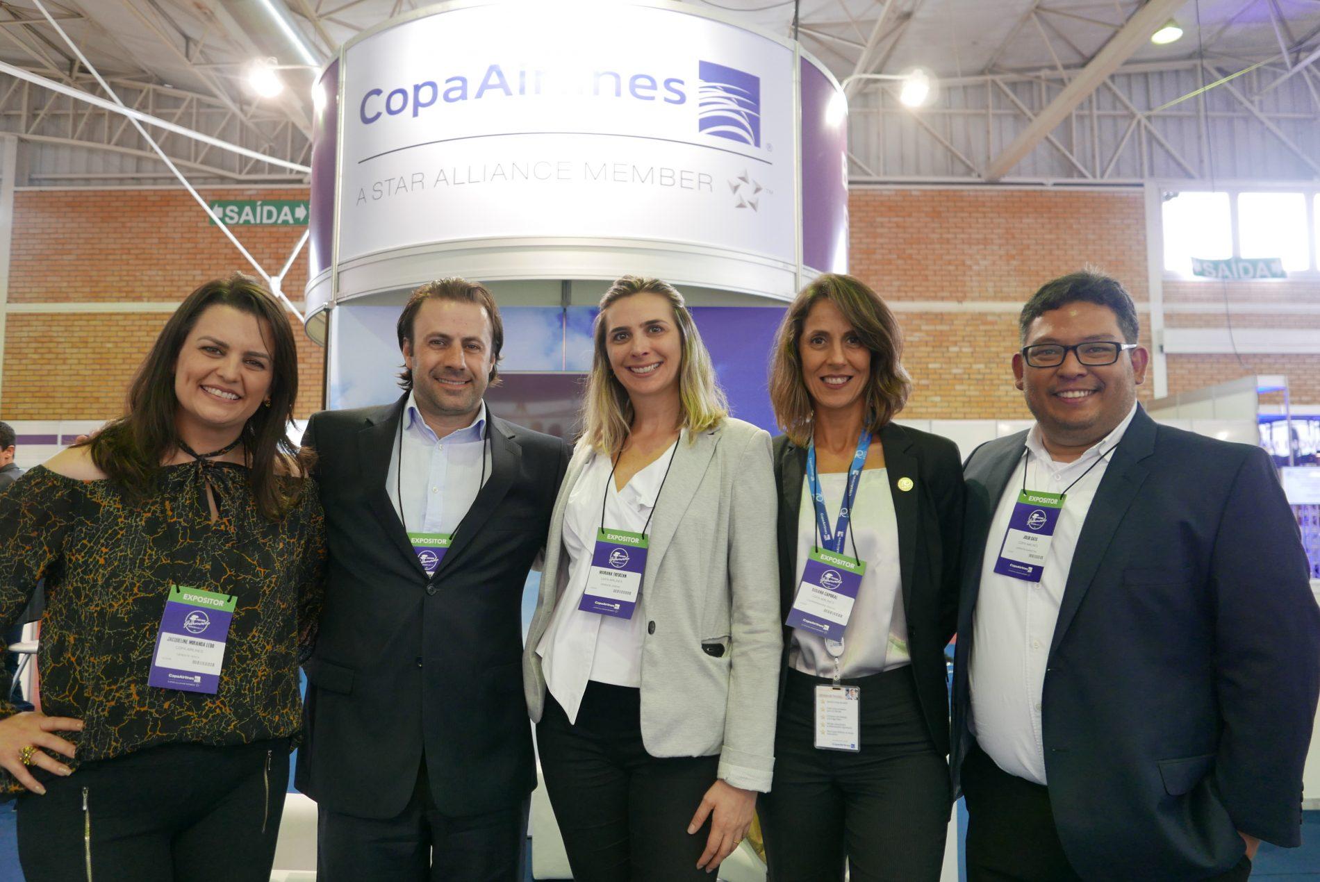 Jacqueline Ledo + Emerson Sanglard + Mariana Trevisan + Rosana Caporal + Julio Sato = a super equipe da Copa Airlines, no estande da companhia
