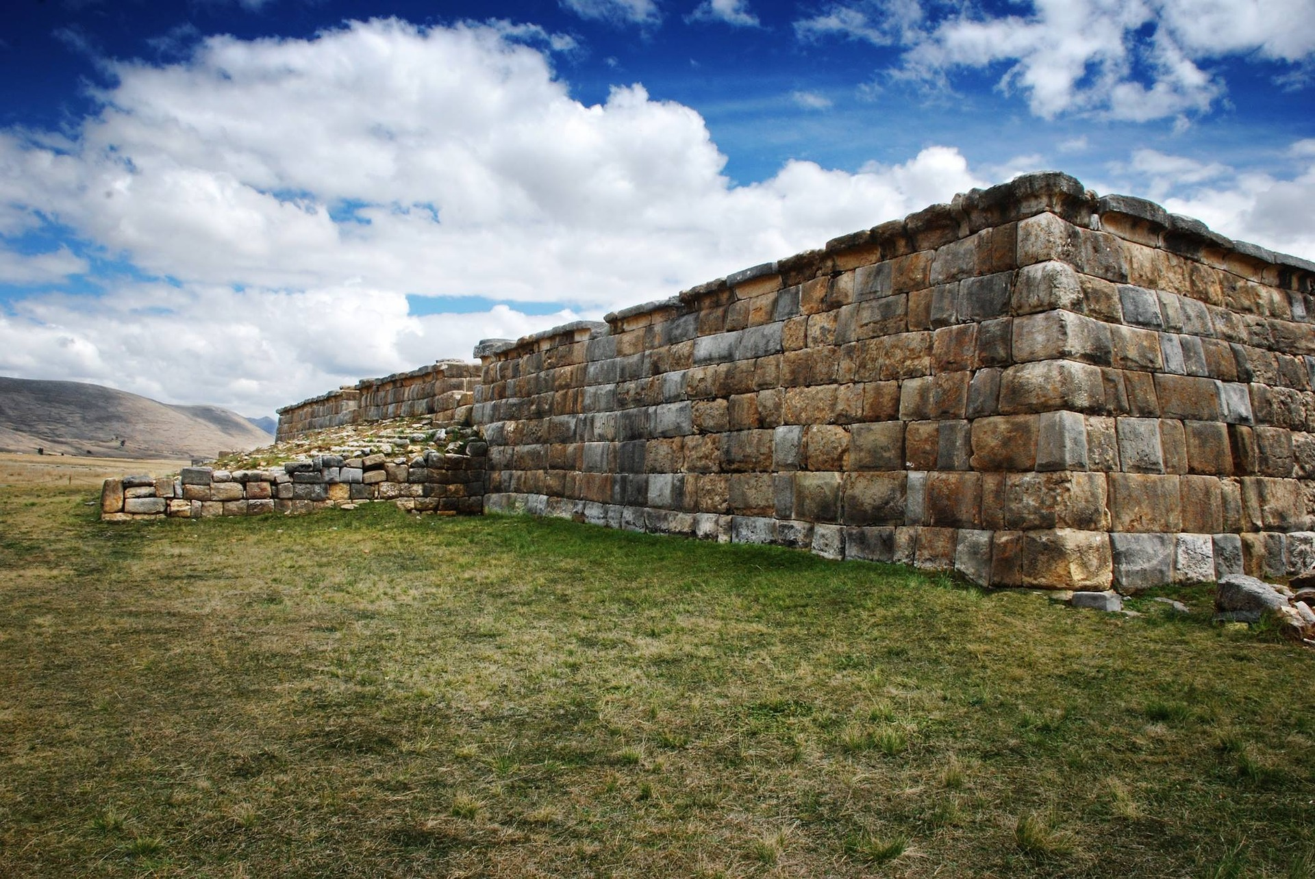 O turista que visita o Peru encontrará natureza abundante pontilhada de importantes sítios históricos