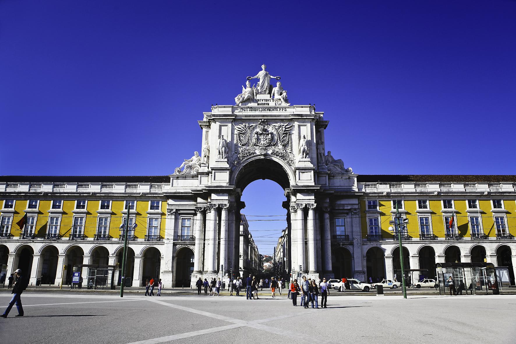 Praça do Comércio, no Centro de Lisboa, é um dos cartões postais da capital portuguesa