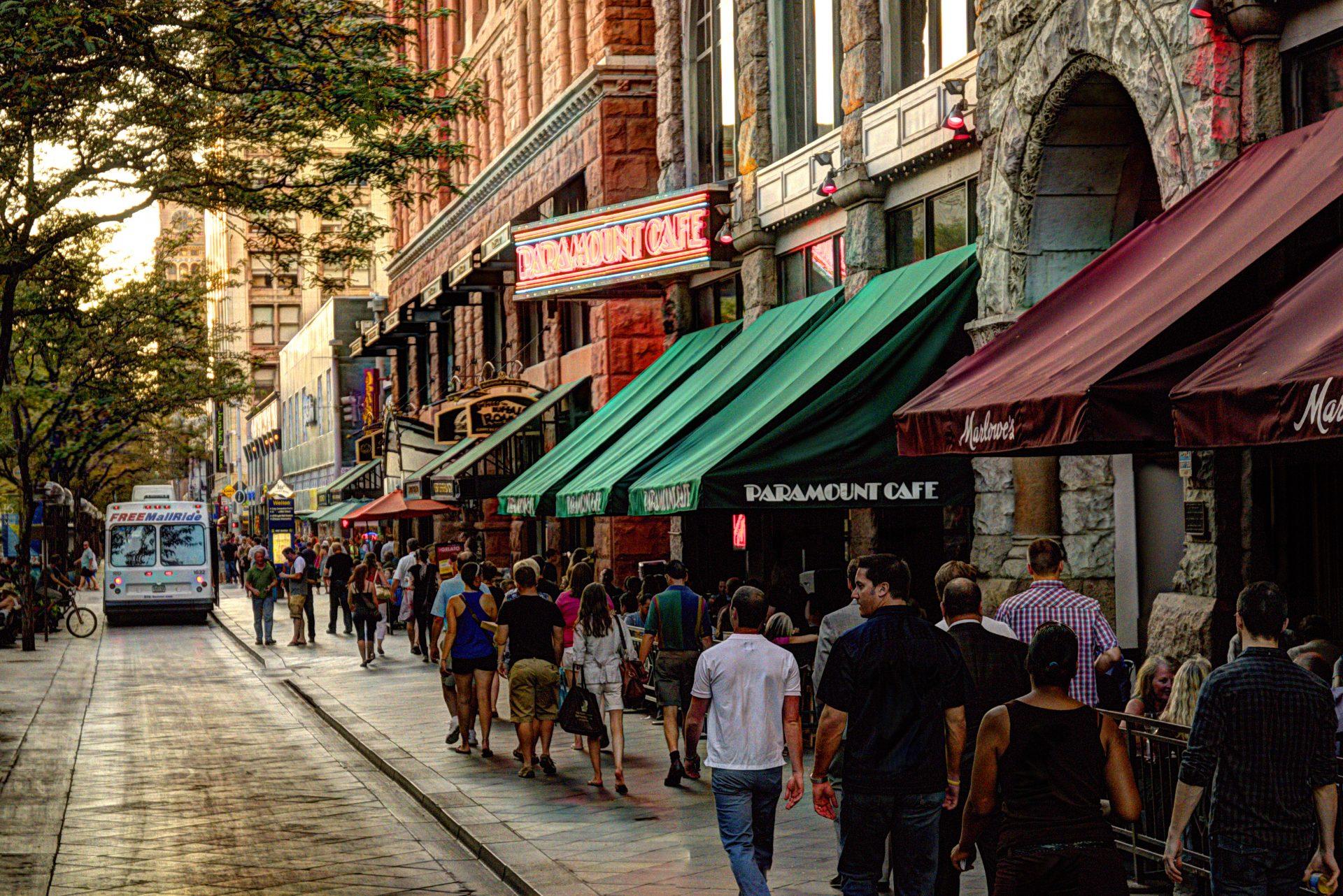 16th Street Mall, em Denver = restaurantes + cafés + comércio diferenciado (Foto: Steve Mohlenkamp/Divulgação)