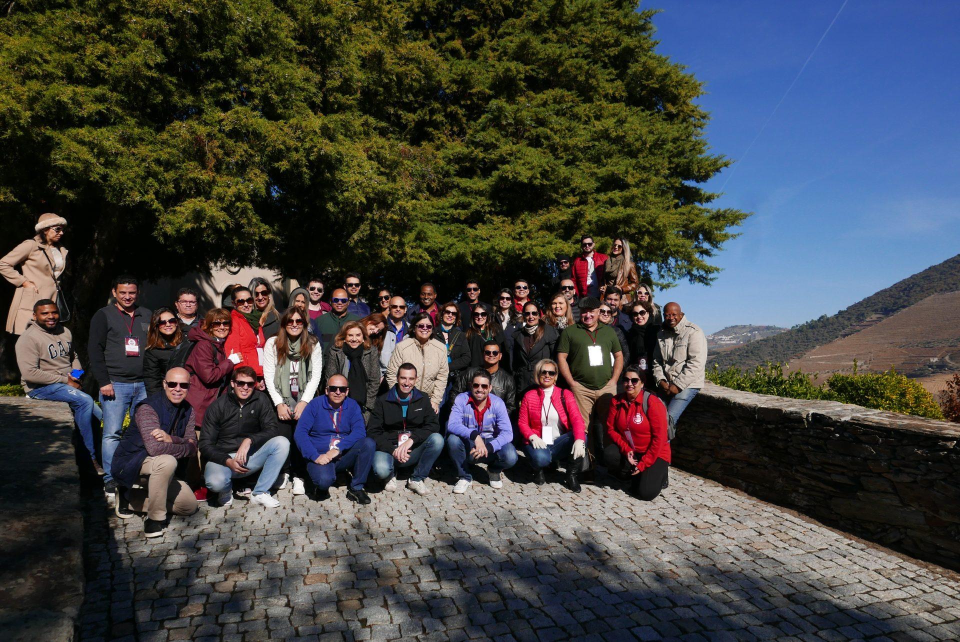 Chegada do grupo à uma das famosas quintas produtoras de vinho, na região do Douro