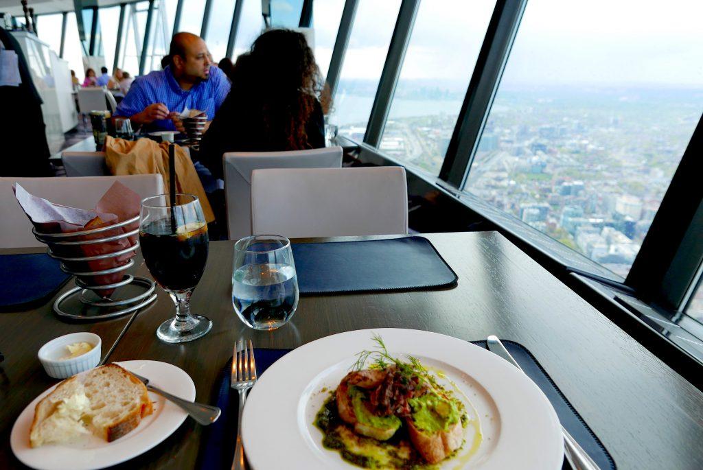O agradável ambiente do restaurante 360
