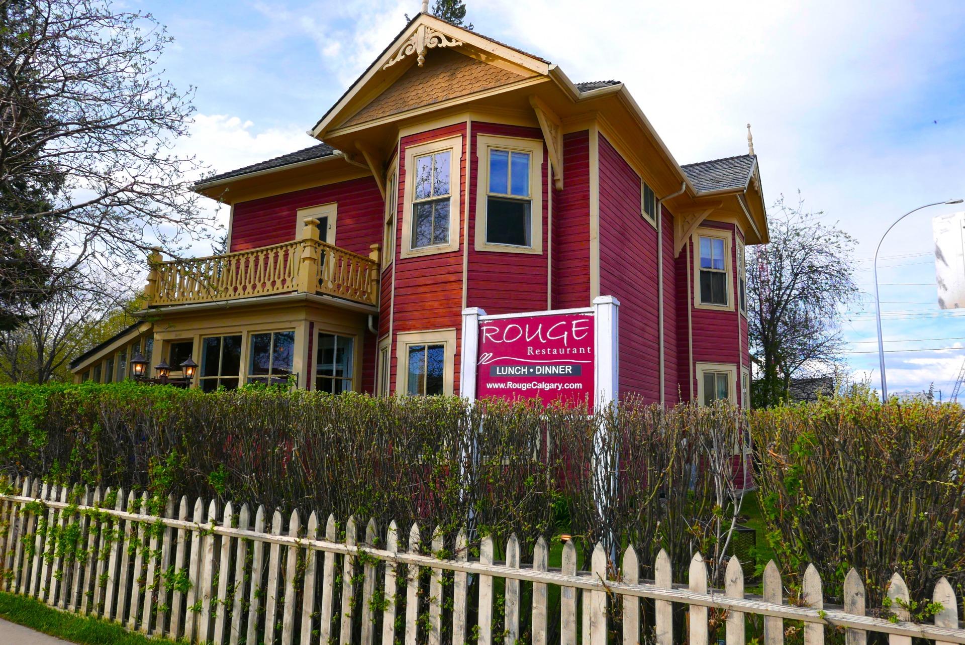 achada do Rouge Restaurant, instalado em um patrimônio histórico de Calgary