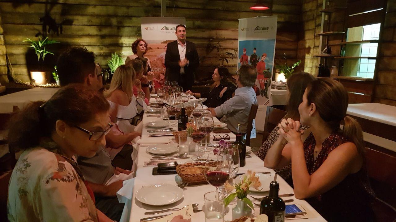 Carlos Antunes apresenta as novidades da Alitalia durante jantar para alguns dos principais agentes de viagens parceiros