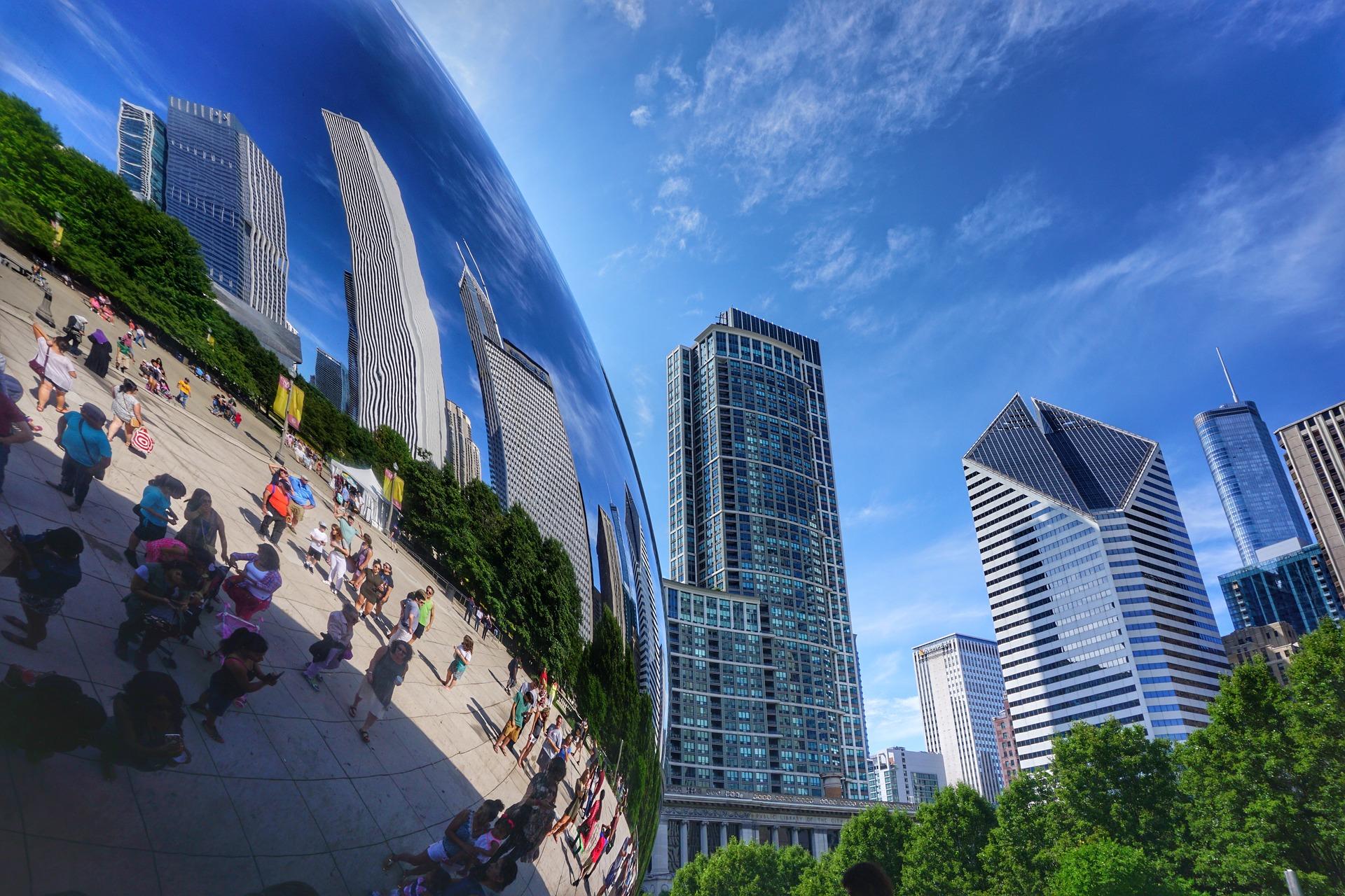 Detalhe da Cloud Gate, escultura de Anish Kapoor, instalada no Millennium Park, que se tornou um dos cartões postais de Chicago (Fotos: Divulgação)