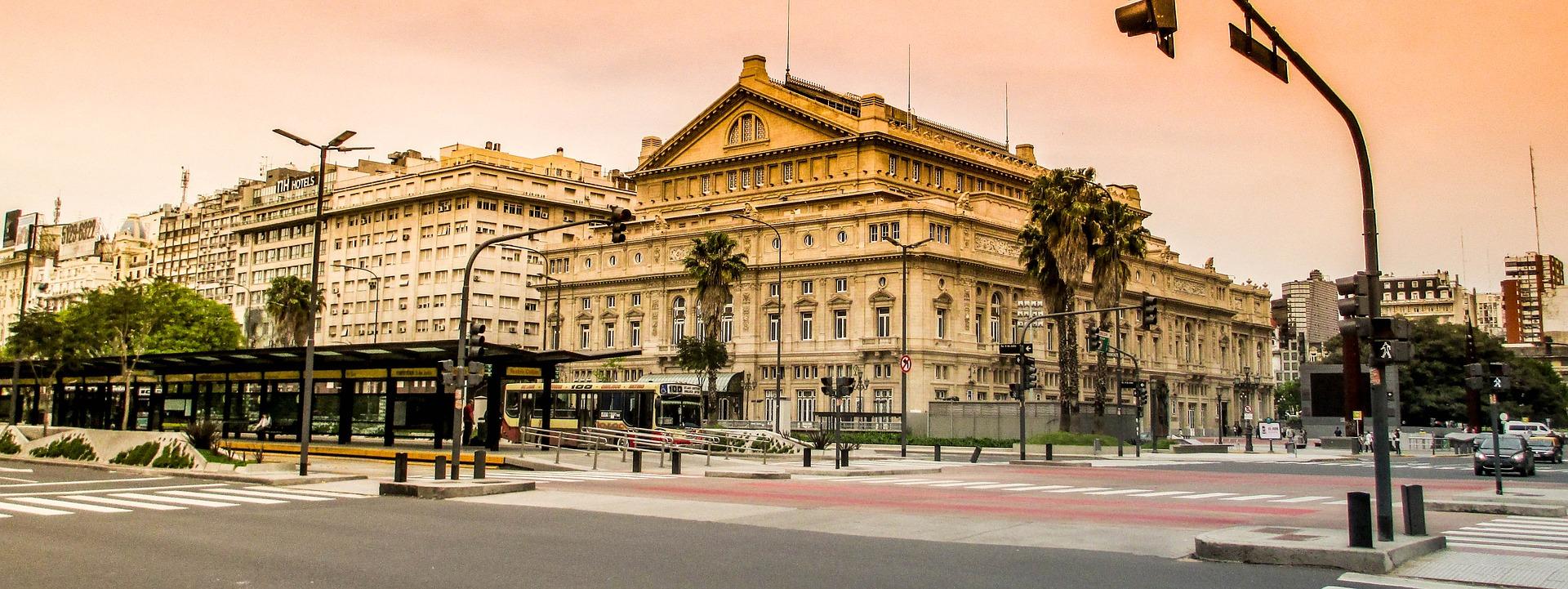 Curtir o cenário estilo europeu de Buenos Aires é uma sugestão para o feriado do Carnaval