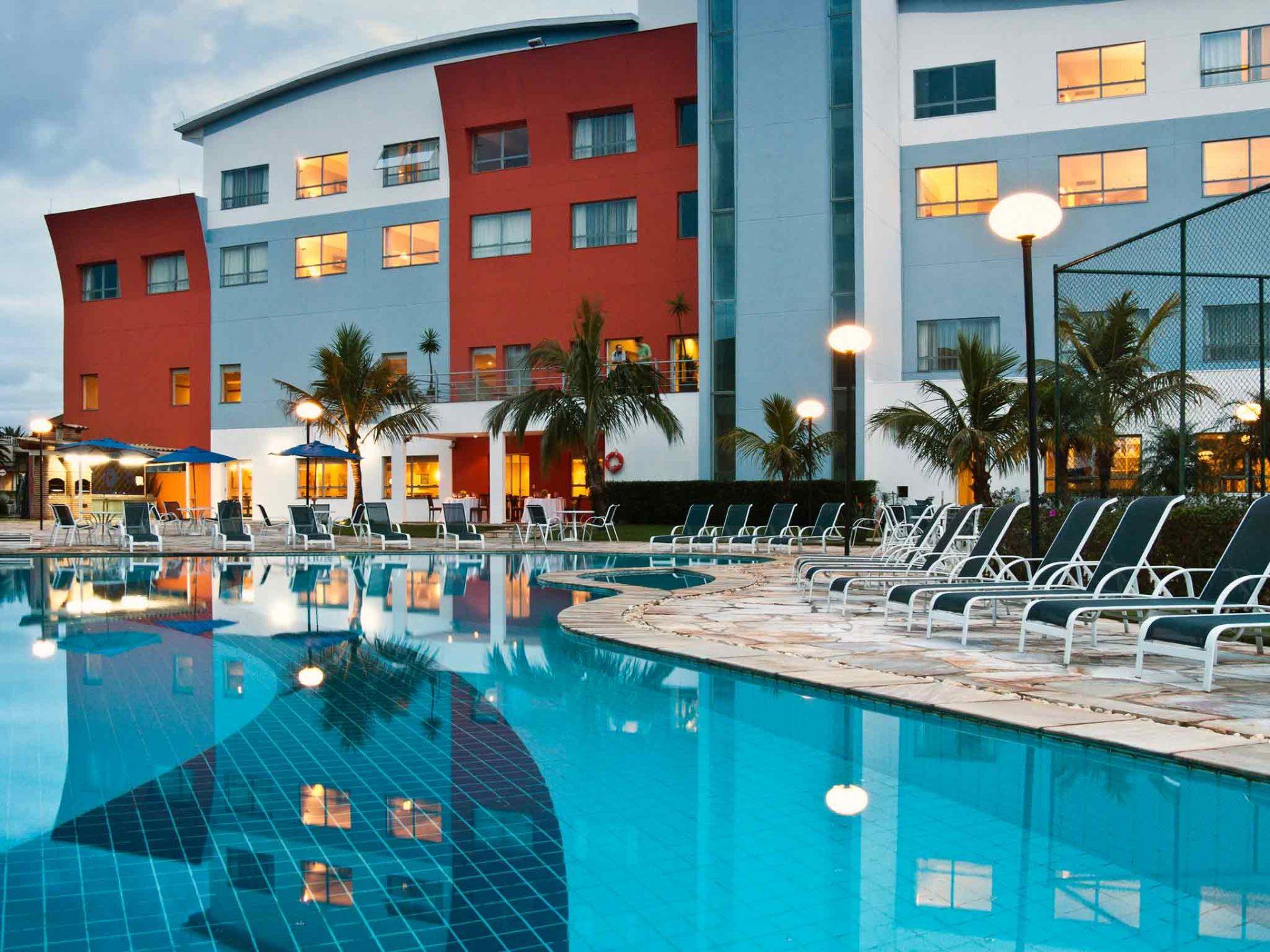 Vista do eSuites Lagoa dos Ingleses a partir da piscina do hotel
