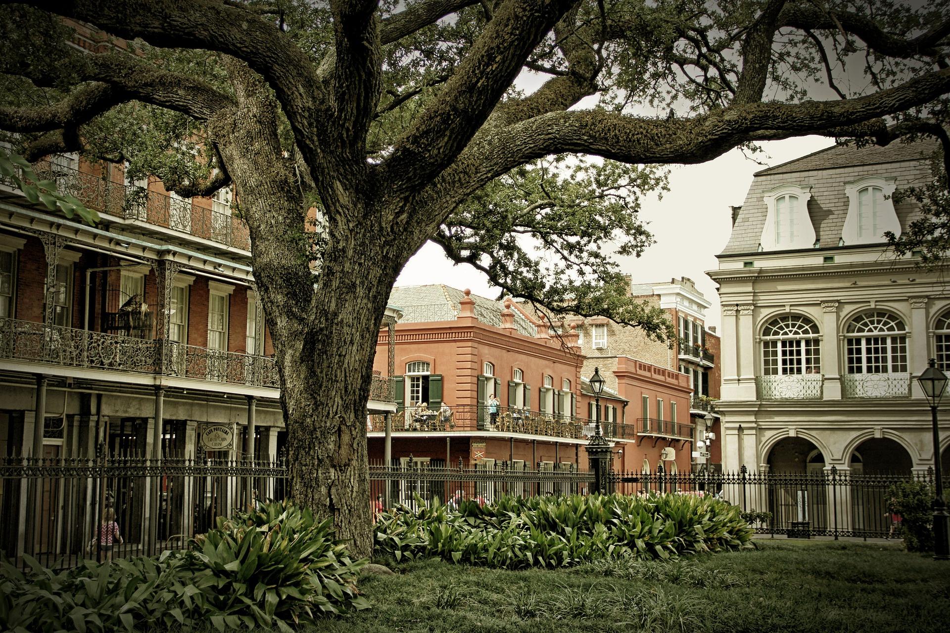 Fazer um tour pelo Bairro Francês é passeio obrigatório em New Orleans