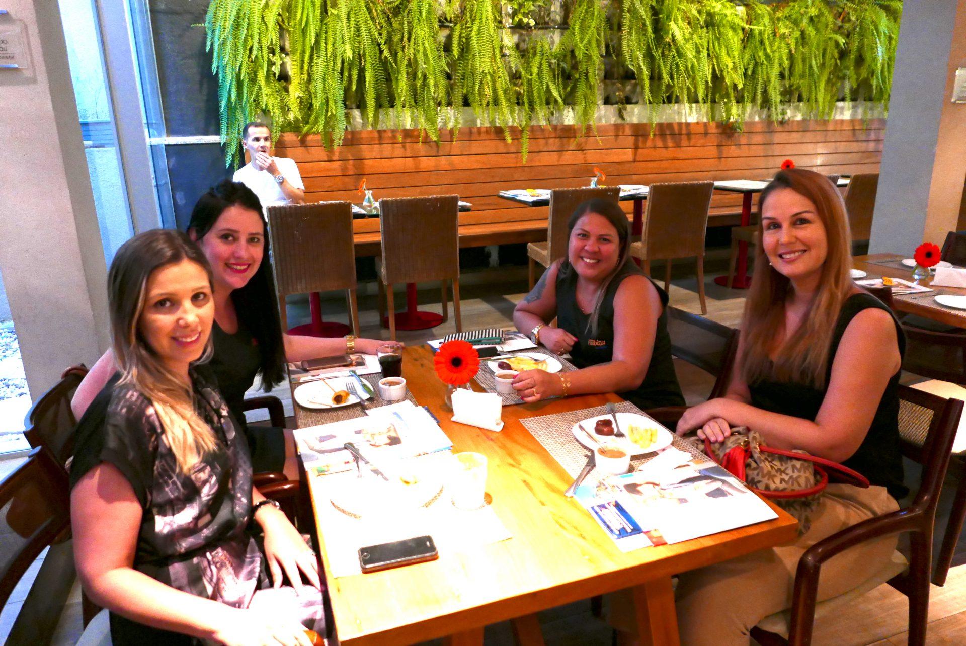 Daniele Starling, Juliana Machado, e Ana Paula Freitas, da Ibiza Turismo; com Ludmila Meireles, da Tour Le Monde