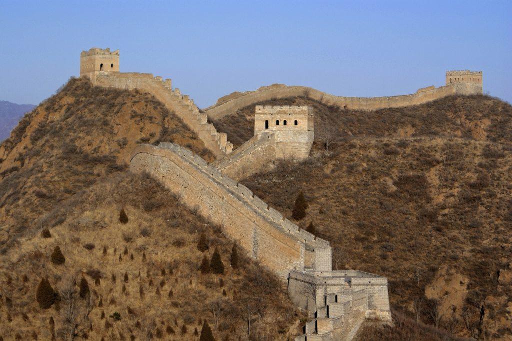 As Muralhas da China são uma atração que devem ser visitadas por quem faz uma viagem de estreia ao país