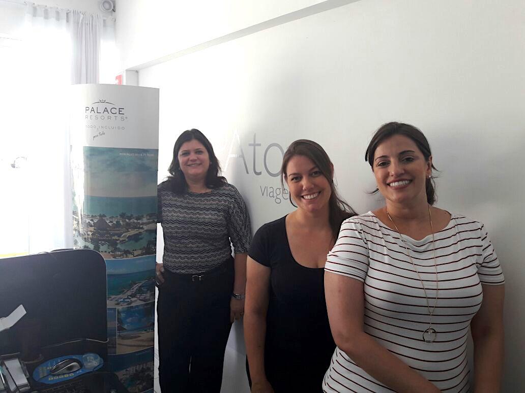 Atos Viagens, num encontro com direito a capacitação com Michelle Moraes, diretora da agência