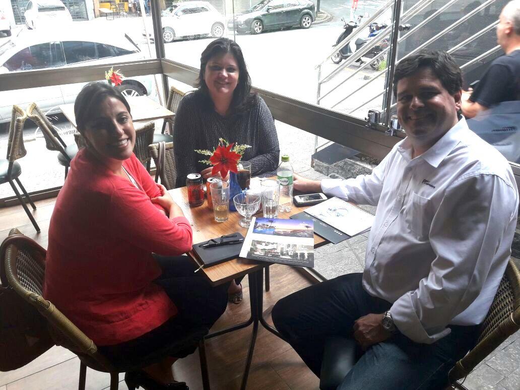 FRT Operadora, num café agradável em companhia de Rodrigo Oliveira