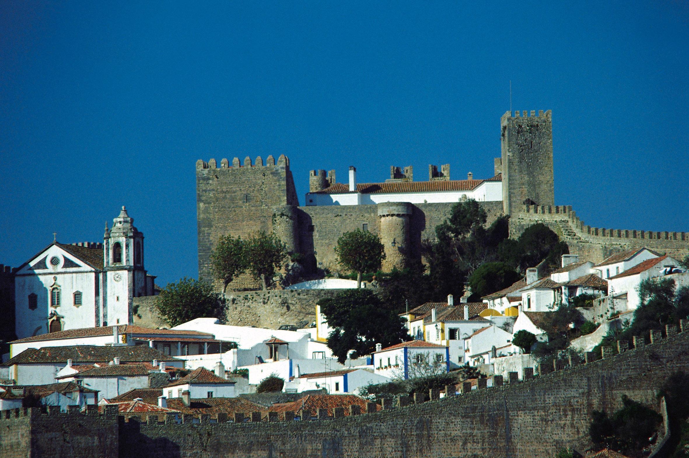 O Castelo de Óbidos é uma das grandes atrações da pequenina cidade, distante 90 Km da capital portuguesa