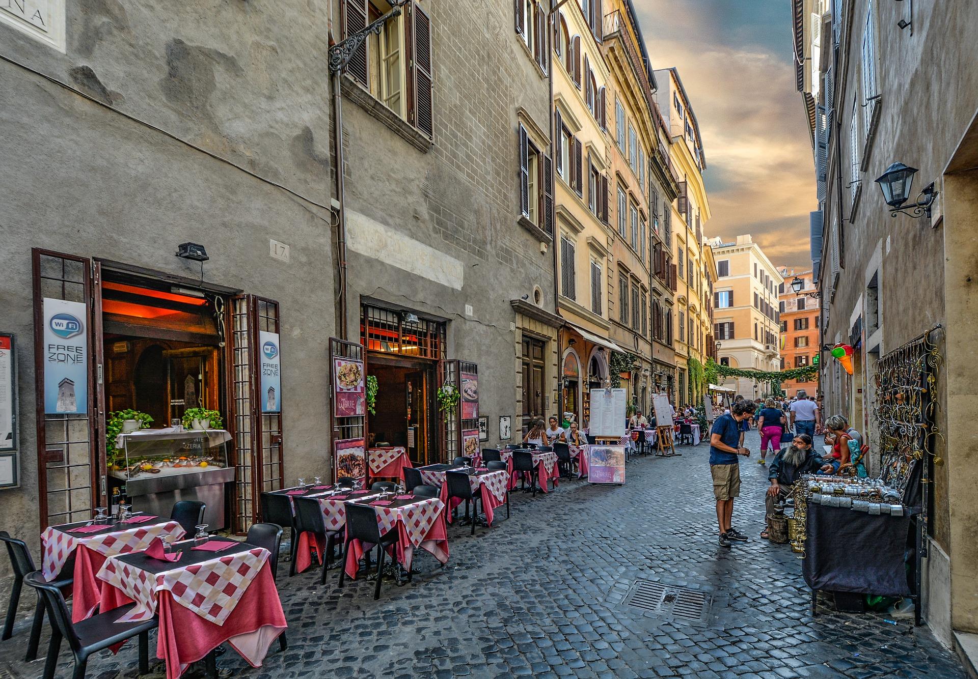Sentar em um restaurante típico é uma das melhores maneiras de saborear Roma