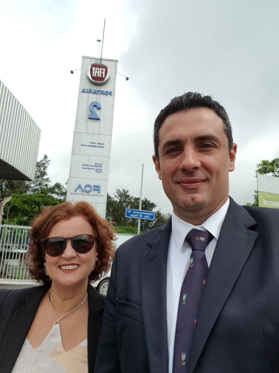 Rose Belli e Carlos Antunes, na fábrica da Fiat, em Betim