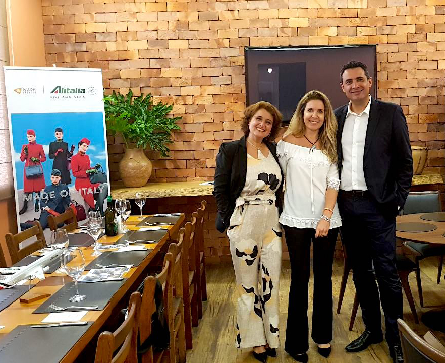 Rose Belli e Carlos Antunes com Marcia Tonidandel, gerente da Esferatur