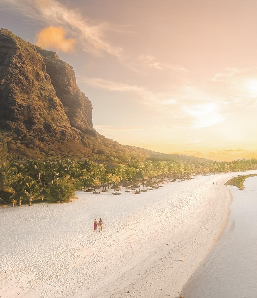 Visão do paraíso: só você e o seu amor na bela praia do Dinarobin Beachcomber