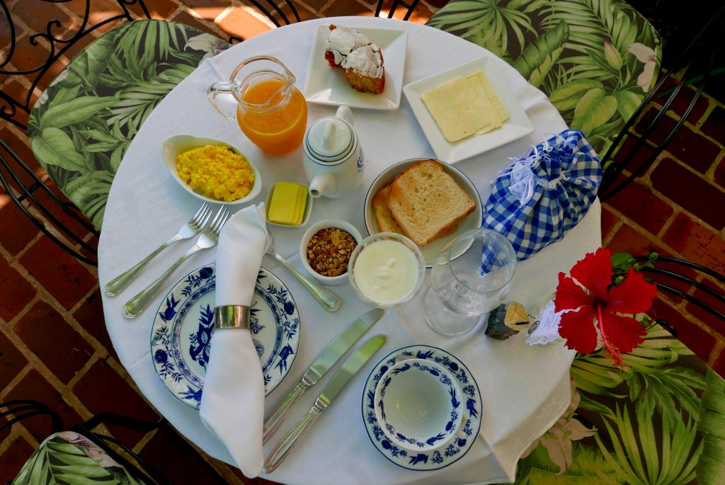 Café da manhã com hora e cardápio escolhido pelo hóspede