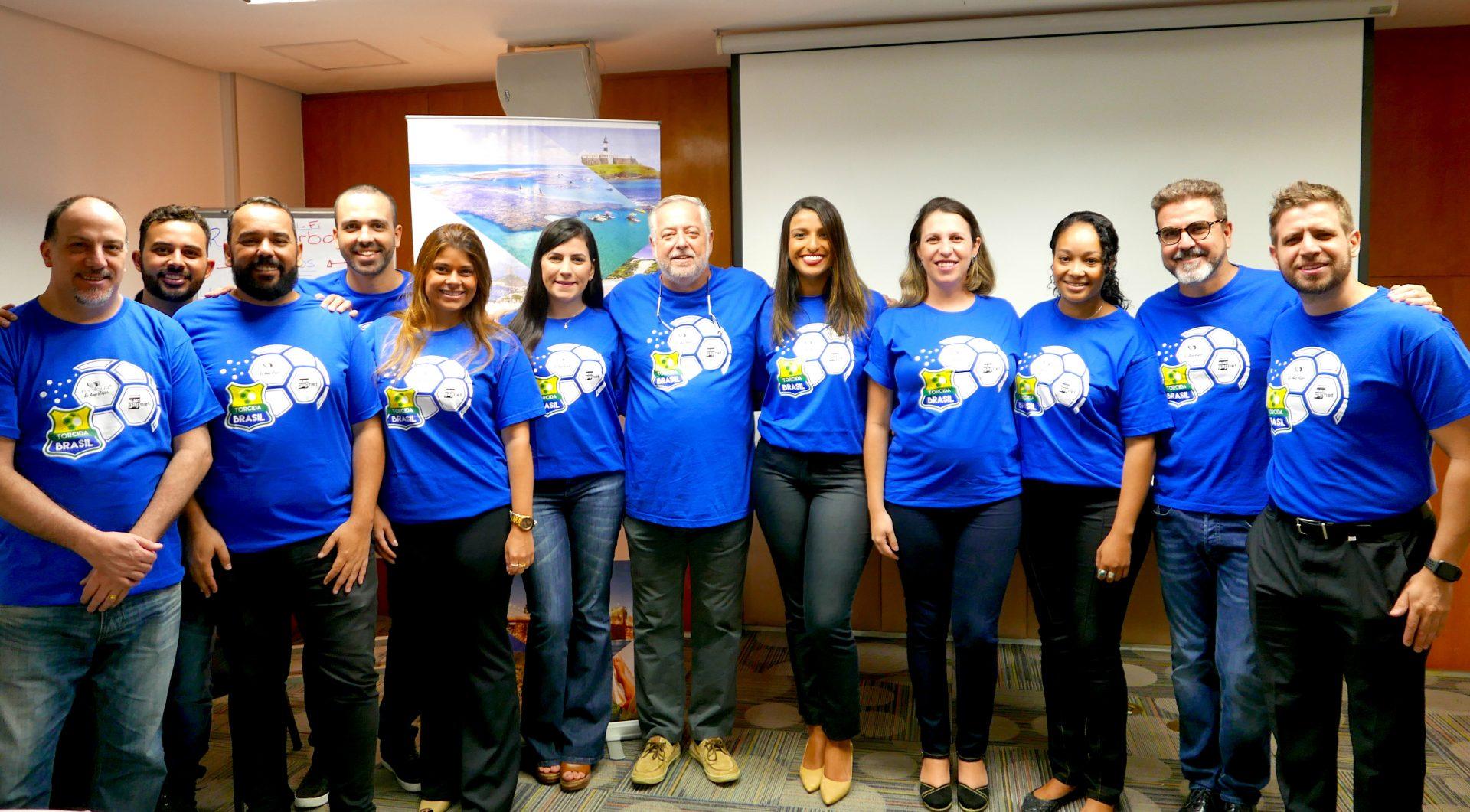 Michael Barkoczy, presidente da Flytour Viagens MMT e o time da operadora presente no café da manhã em Belo Horizonte