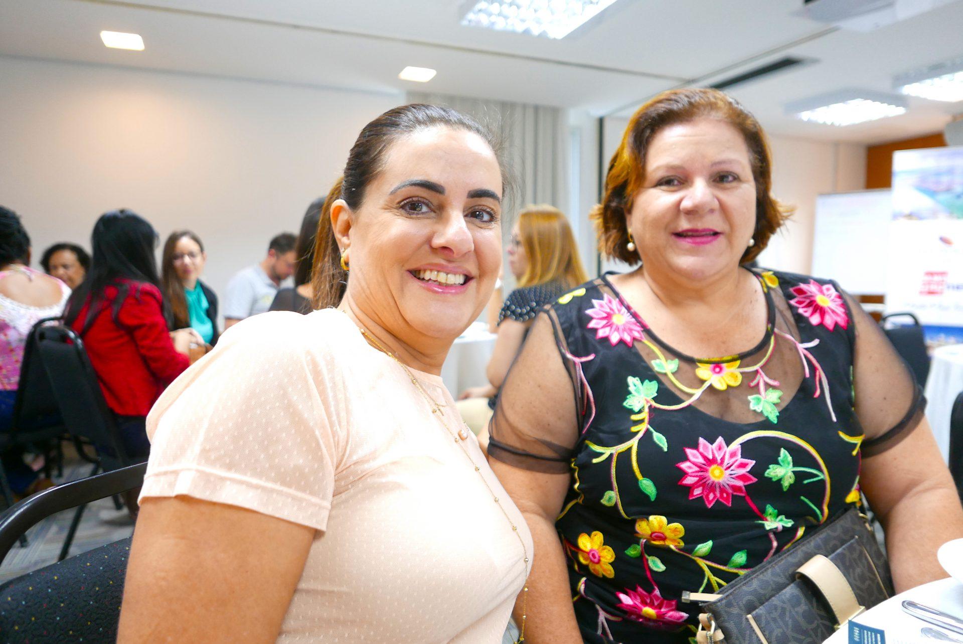 Simone Pires, da Art Fly Viagen, e Zenaide Abreu, da Lumini Turismo