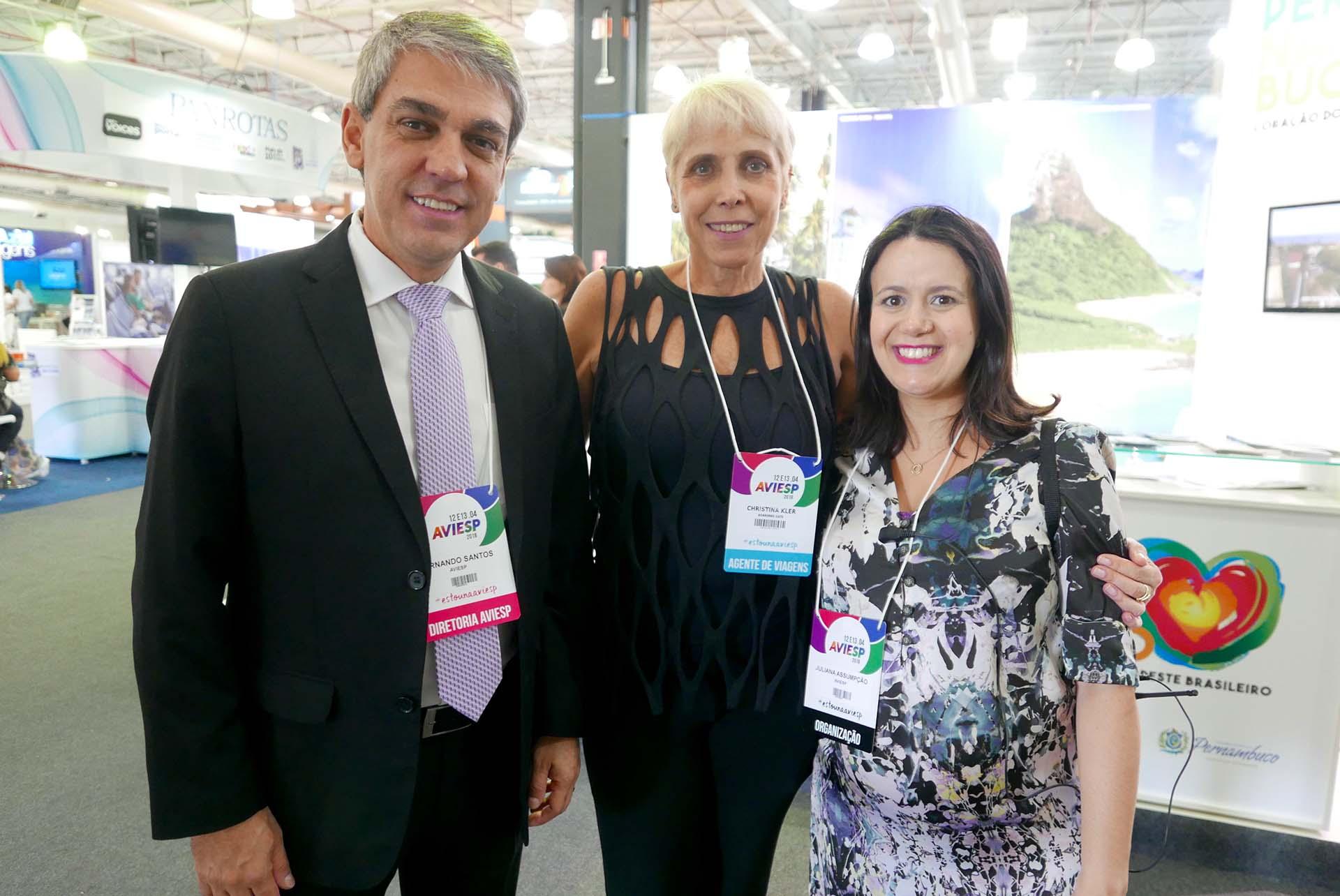 Fernando Santos, presidente da Aviesp; Chris Kler, diretora da Boarding Gate, e Juliana Assumpção, diretora de negócios da Aviesp