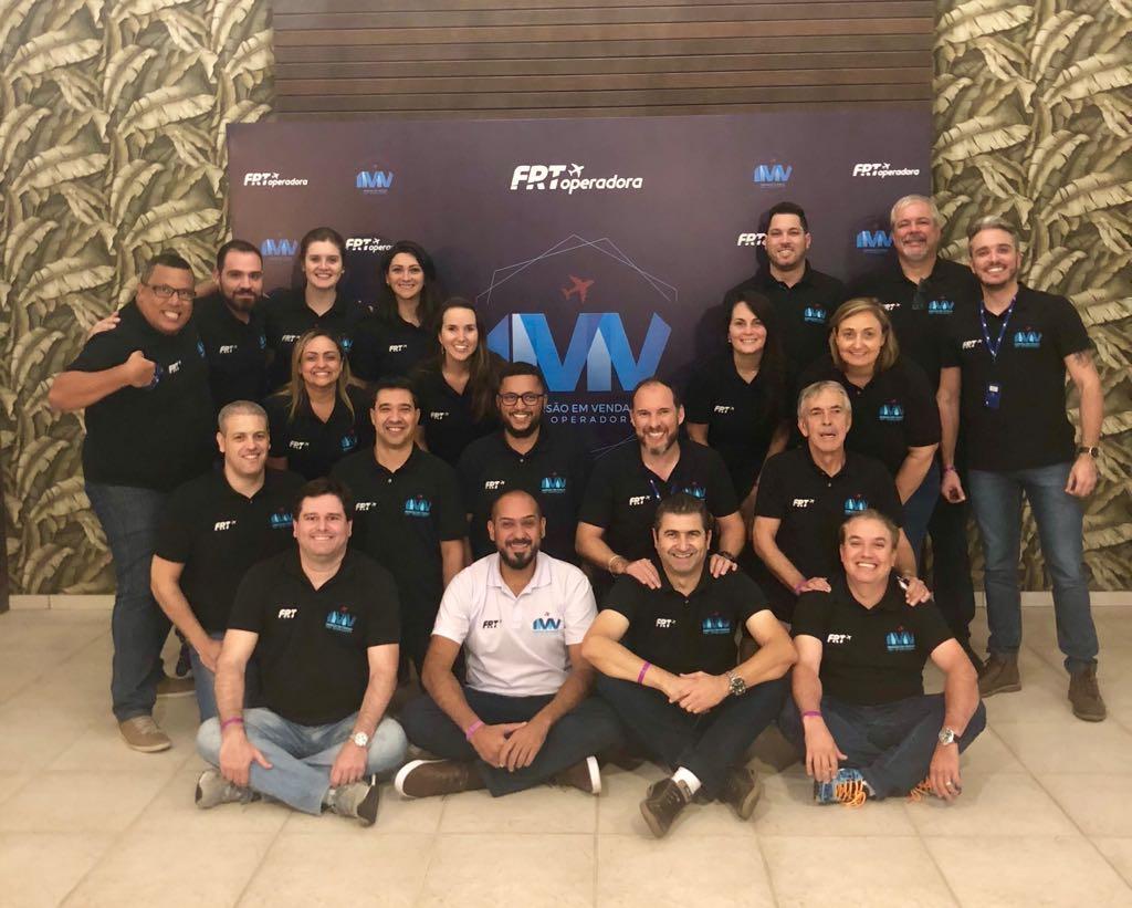A Equipe Comercial Brasil da FRT Operadora, durante convenção que aconteceu em Balneário de Camboriú