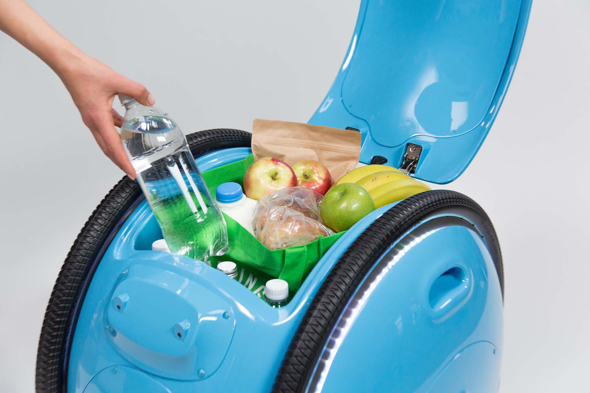 A Gita, nome da invenção, serve também para transportar as compras do supermercado