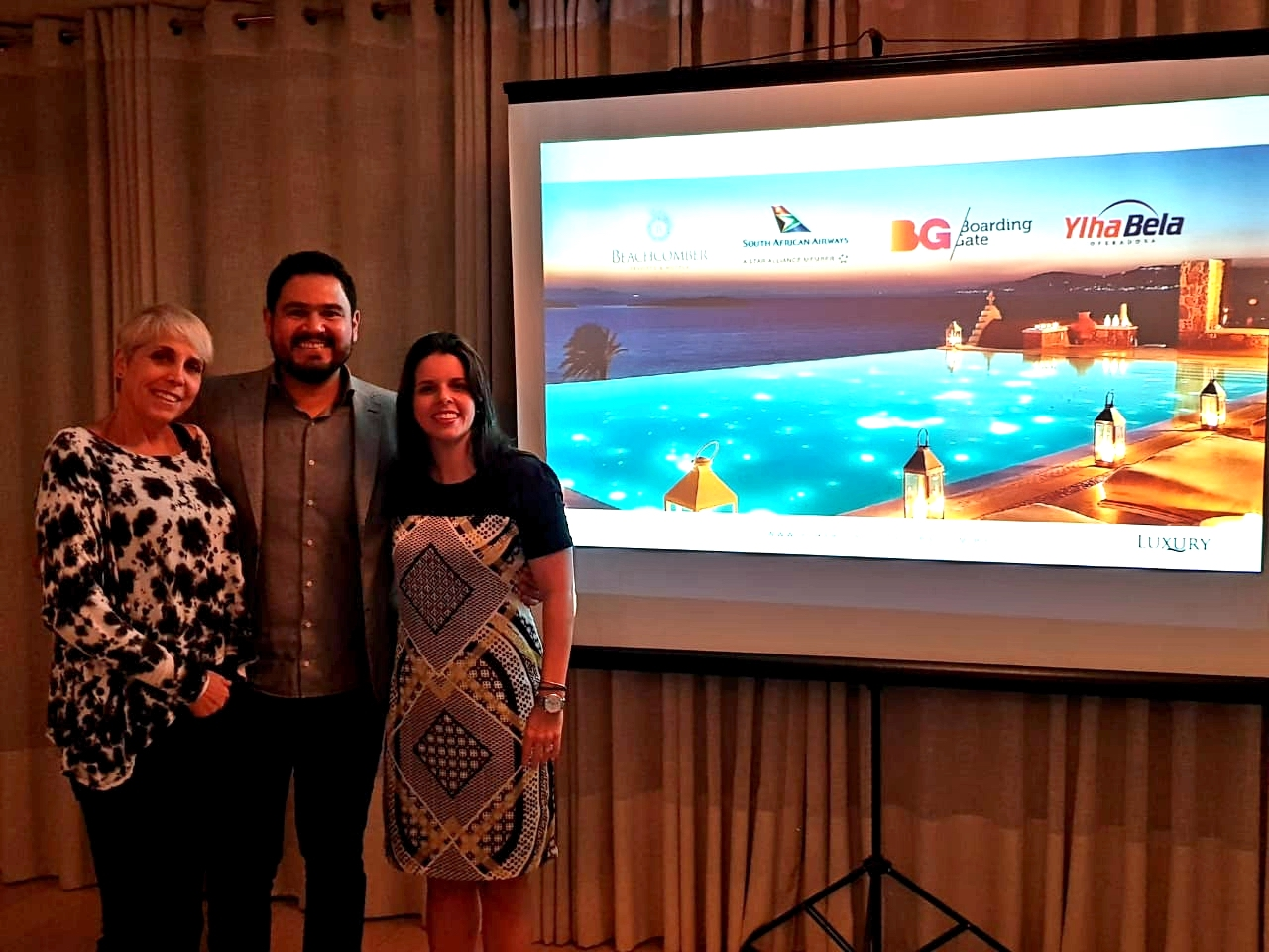 Chris Kler, da Boarding Gate; Neto Buteri, da Ylha Bela Operadora, e Fernanda Palhares, da SAA, na abertura da capacitação