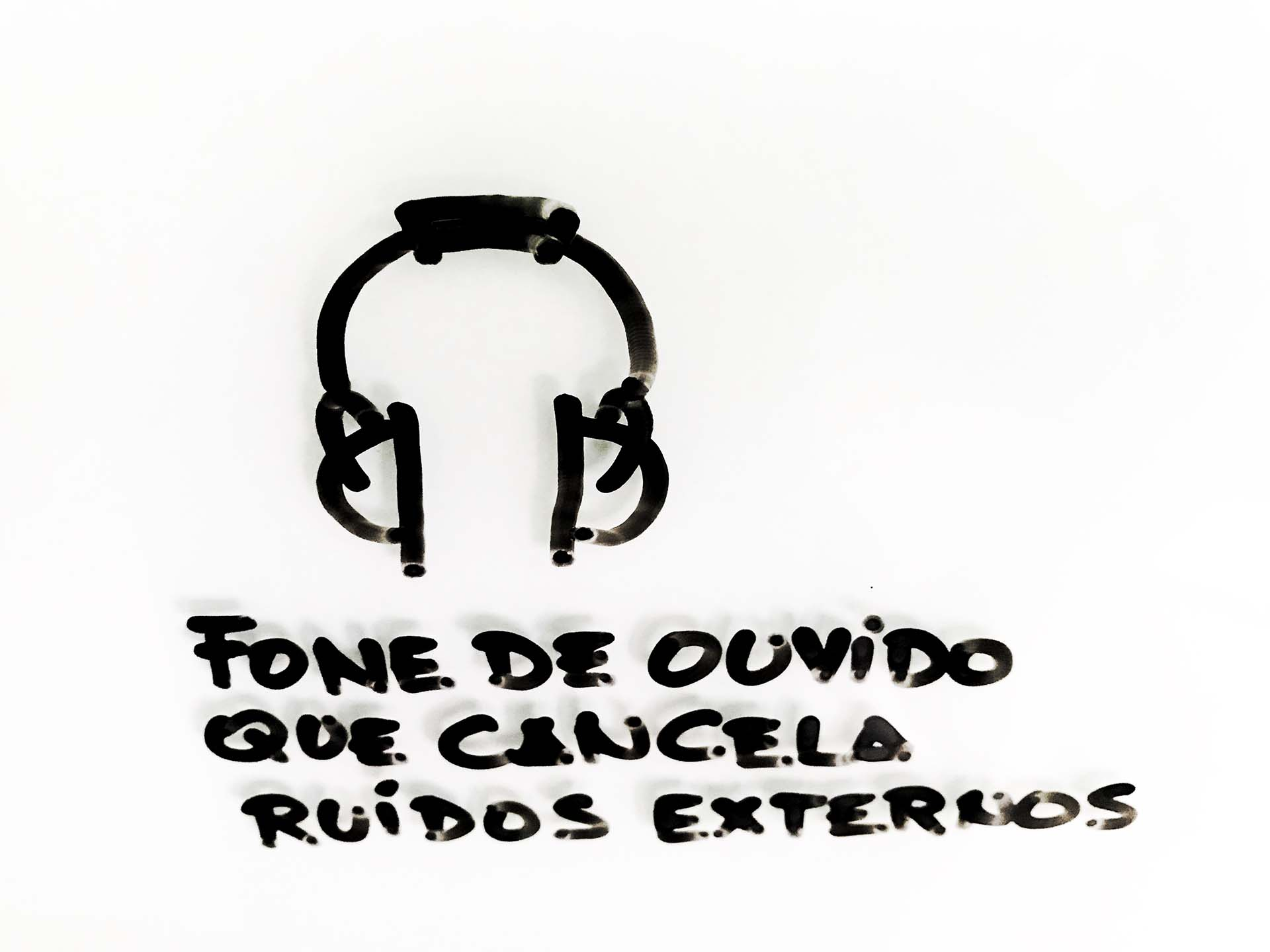 Fone de ouvido com cancelamento de ruído externo