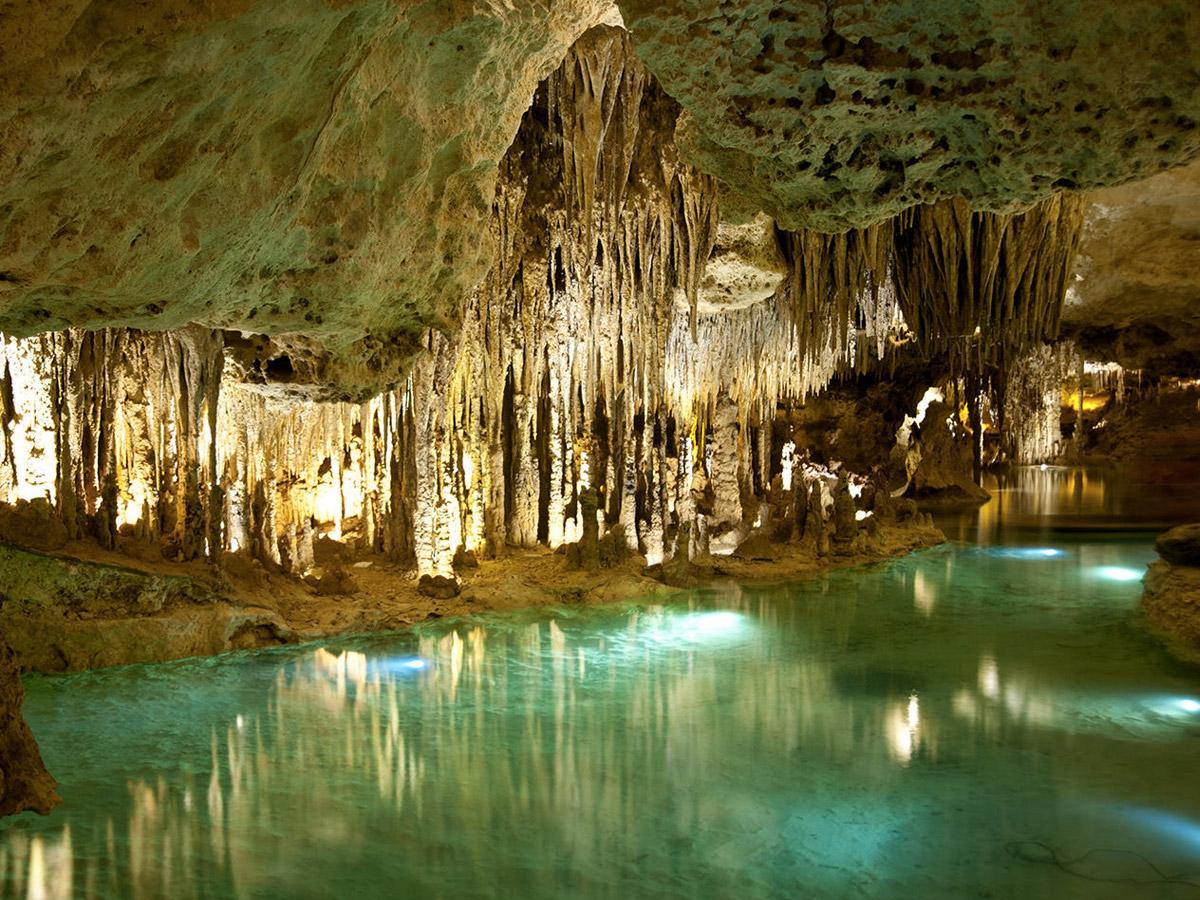 Rio subterrâneo no parque Xplor (Foto: Xplor Fuego - Divulgação)