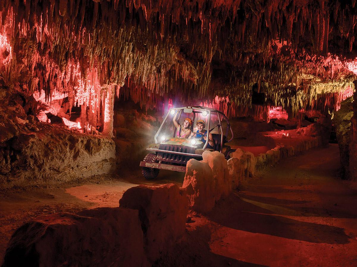 Trilha pilotando carro anfíbio (Foto: Xplor Fuego - Divulgação)