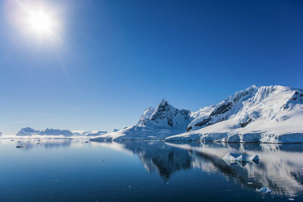 Paisagem de Paradise Bay, na Antártica