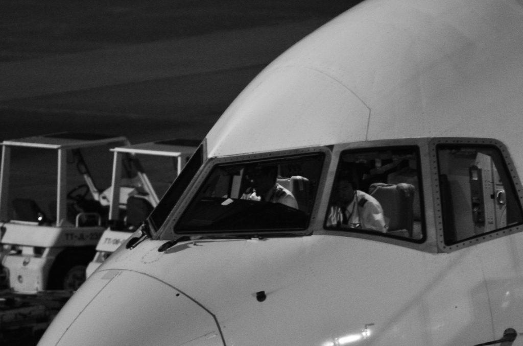 Avião Preto e Branco