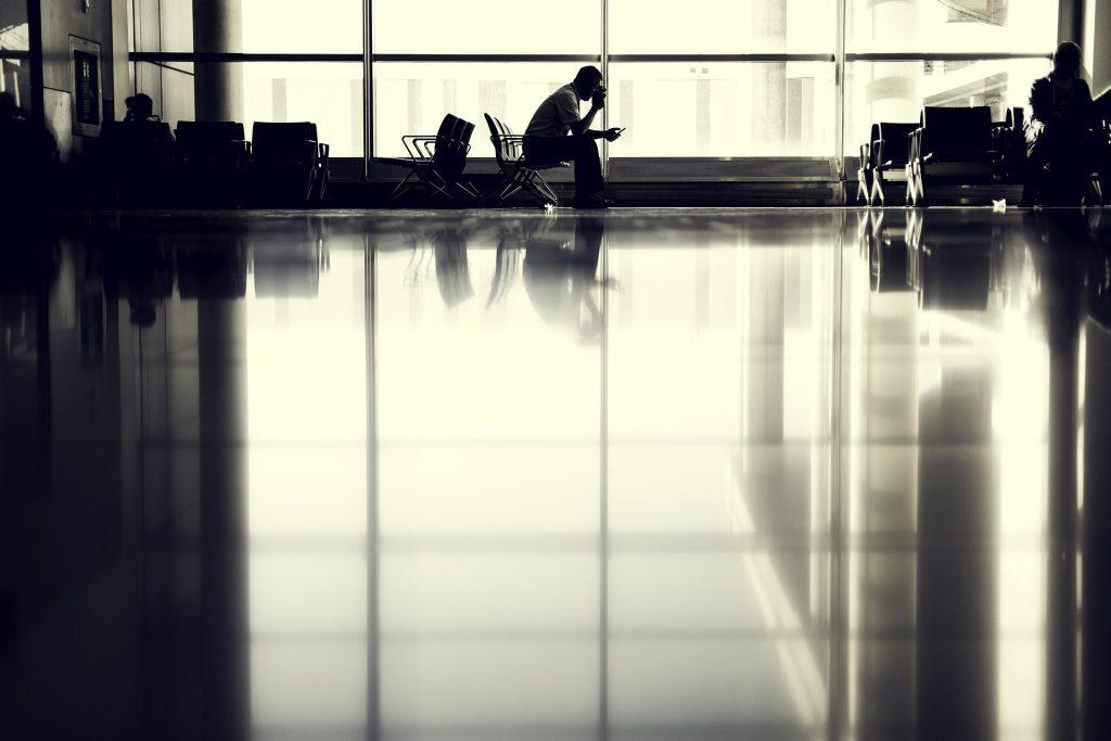 Aeroporto preto e branco