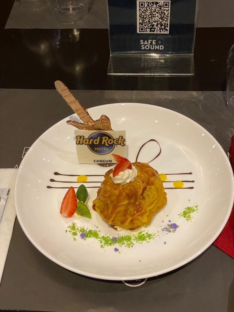 Sorvete frito gastronomia HRH Cancun