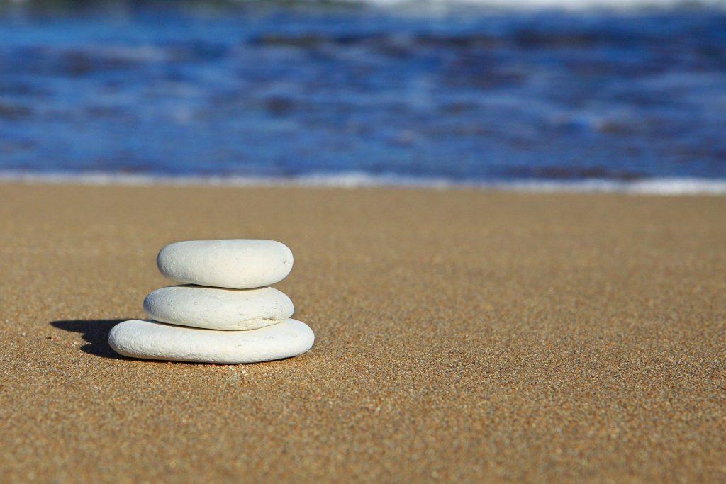 Praia símbolo pedras